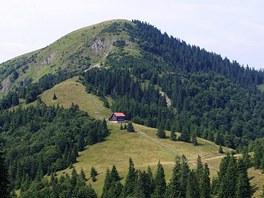 Hora Borišov (1 510 m) s chatou na úbočí