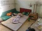 Policie pomáhala vyklidit obydlí bezdomovců v Náchodě v bývalé Tepně