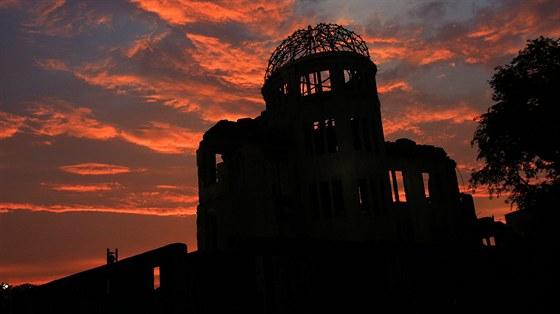 Jedna z mála budov, které zůstaly po výbuchu stát, je známá jako Genbaku či Dóm...