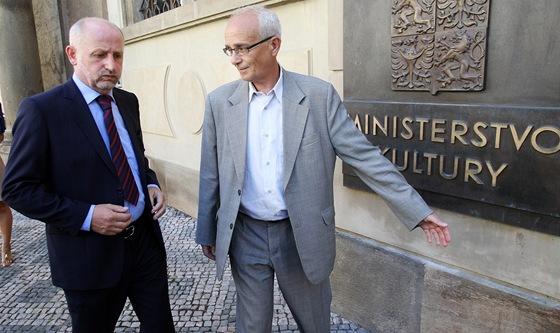 Ministr kultury Jiří Balvín (vlevo) se sešel s novým ředitelem Národního...