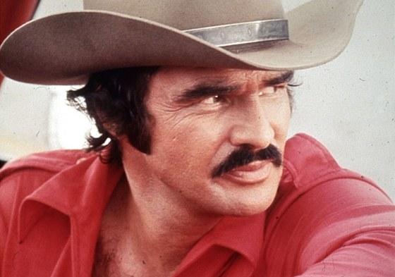 Burt Reynolds ve filmu Polda a bandita (1977)