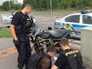 Policisté na Praze 4 zadrželi zdrogovaného motocyklistu (9.8.2013)