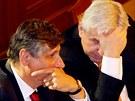 Jiří Rusnok a Jan Fischer ve Sněmovně při jednání o důvěře vládě.