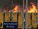 Po��r zachv�til mezin�rodn� leti�t� v ke�sk�m Nairobi (7. srpna 2013)