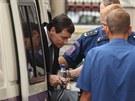 Eskorta přiváží exhejtmana Davida Ratha ke středočeskému krajskému soudu. (7....