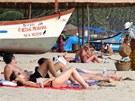 Pláže v indickém státě Goa. Některé jsou opuštěné, na jiné míří stovky turistů.