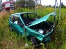 Peugeot se zastavil až o konstrukci bilboardu, řidič však zmizel neznámo kam.