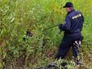 Do pátrání se proto pustil policejní psovod se svým svěřencem. (9. srpna 2013)