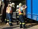 Řidič převrátil v zatáčce u obce Plaveč na Znojemsku kamion s návěsem plným...