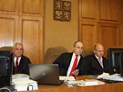 Soudce v kauze Davida Ratha Robert Pacovsk� (uprost�ed)
