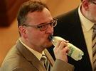 Expremiér Petr Nečas ve Sněmovně před hlasováním o důvěře vládě  (7. srpna 2013)