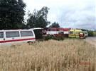 U nehody asistovali i záchranáři hasiči, kteří zajistili vůz proti požáru a