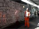 Archeolog ukazuje současnou lokaci nádraží Liverpool Street na mapě Londýna z