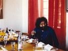 Jerry García (Grateful Dead) v jídelně v Château d'Hérouville