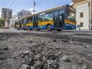 Do ulice před divadlem mohou vjíždět vozy městské hromadné dopravy včetně...