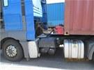 N�kladn� vozidlo s magnetem na tachografu policist� zastavili na silnici R6 u
