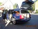 Automobil Volkswagen Passat převážející cigarety celníci zastavili v obci Boč