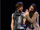 Mladá generace muzikálových zpěváků předvedla v české premiéře slavný americký