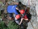 Horolezec spadl v Labském dolu, záchranáři jej vyprošťovali se zraněním