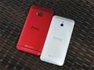 HTC začalo před nedávnem prodávat kromě stříbrné i červenou variantu svého top