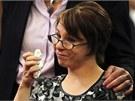 Michelle Knightová přišla do soudní síně a za přítomnosti Castra pronesla
