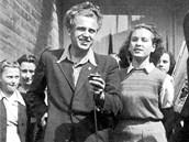 Pavel Kohout se svou první ženou Alenou Vránovou na konci 40. let. Tehdy byl