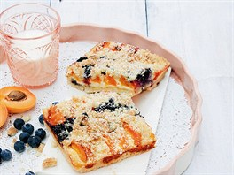 Kynutý koláč s ovocem a tvarohem