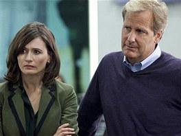 Emily Mortimerová a Jeff Daniels v seriálu Newsroom