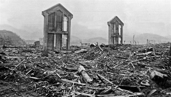 Zdevastovan� Nagasaki n�kolik dn� po svr�en� atomov� bomby (archivn� sn�mek z...