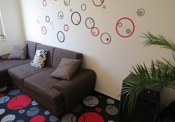 Motiv z koberce se opakuje i na zdi.