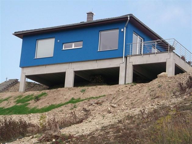 Dům ve svahu od společnosti Golbeck Prefabeton