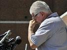 Steve Davis, bratr zavražděné Debry Davisové, jedné z Bulgerových obětí, při...