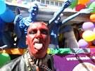 Homosexuálové prochází Prahou v rámci festivalu Prague Pride.