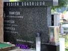 Pohřeb bývalého šéfa NKÚ Františka Dohnala v Nové Říši. Rodinná hrobka.