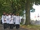 Pohřeb bývalého šéfa NKÚ Františka Dohnala v Nové Říši. Smuteční průvod.