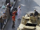 Policie a armáda mají nyní povoleno zajistit ostrahu veřejných budov a v...