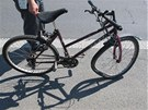 Při nehodě kamionu a kola se cyklistka těžce zranila.