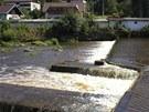 Při koupání ve Vltavě v Loučovicích se utopili dva muži. Na snímku jez, kde se
