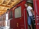 Nové dřevěné depo už ukrývá historické vagony.