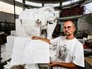 Radek Labuťa před lety pro muzeum mamuta stvořil. Teď mu dává pořádně do těla.