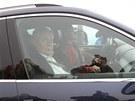 Prezident Miloš Zeman dorazil na Sněžku ve voze Horské služby.