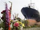 Vrak rybářské lodi se stal dominantou města Kesennuma, část obyvatel jej...