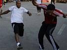 KLIČKA. Demonstranti v Káhiře uspořádali fotbalový zápas.