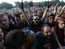 Publikum nadšeně očekávalo hlavní hvězdy festivalu, americkou skupinu System of