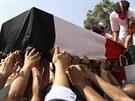 Pohřeb policisty, který zahynul při středečních nepokojích v Káhiře (15. srpna...