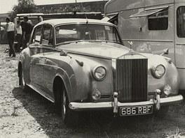 Rolls Royce Phila Reada byl vpaddocku větší atrakcí než motorky.