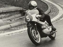 Jarno Saarinen se musel ohlížet, Staša celý závod stahoval jeho náskok.