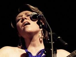 Martha Wainwright v roce 2010 při koncertě Sing Me The Song