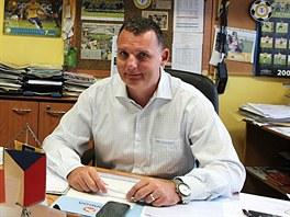 KANCELÁŘE. Fotbal není jen míč, ale taky shánění peněz. Obchodní a marketingový ředitel Petr Heidenreich ví, jak těžká práce to je. Zvlášť na severu Čech a v době krize.