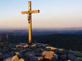 Kříž na vrcholu Luzného